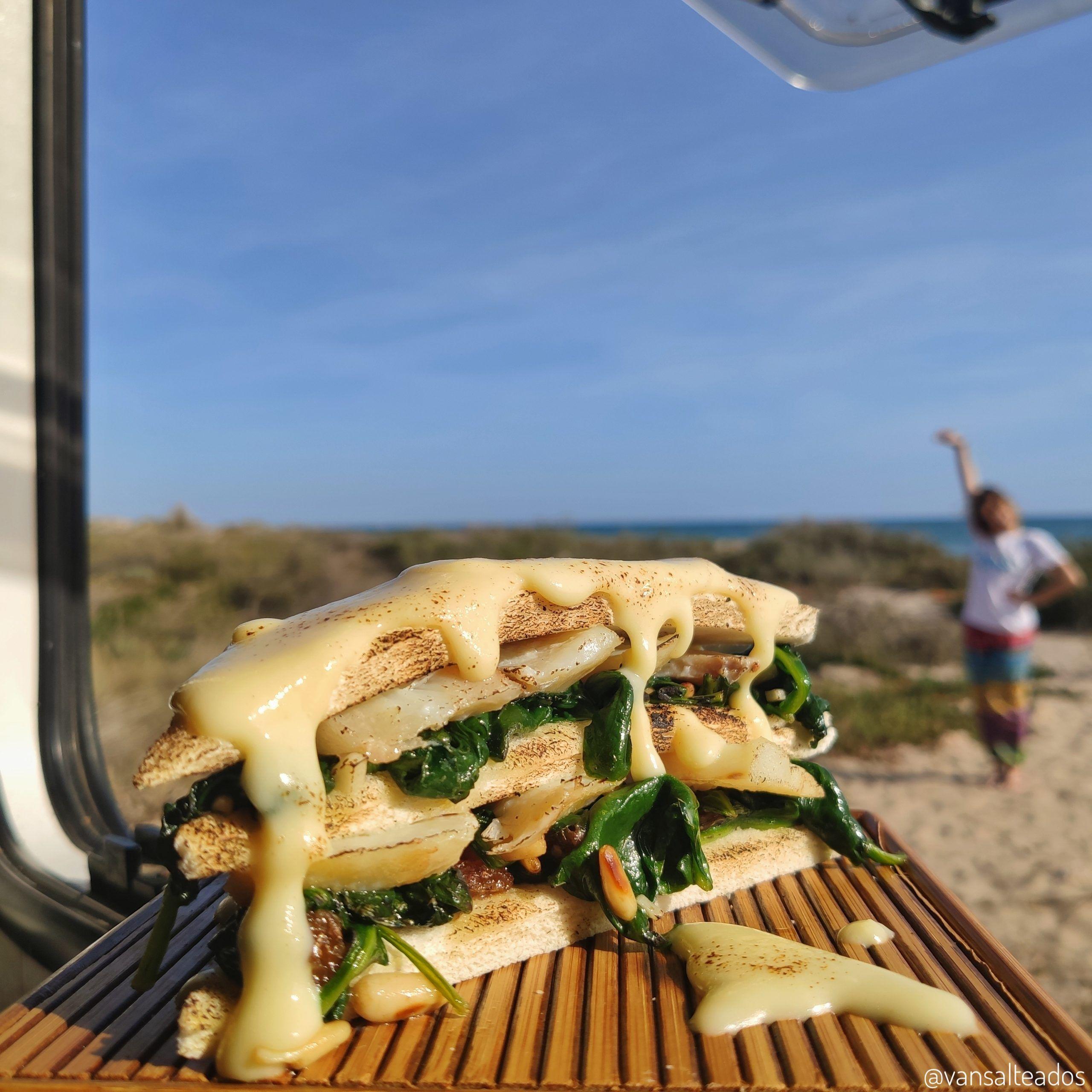 sandwich de bacalao con espinacas a la catalana
