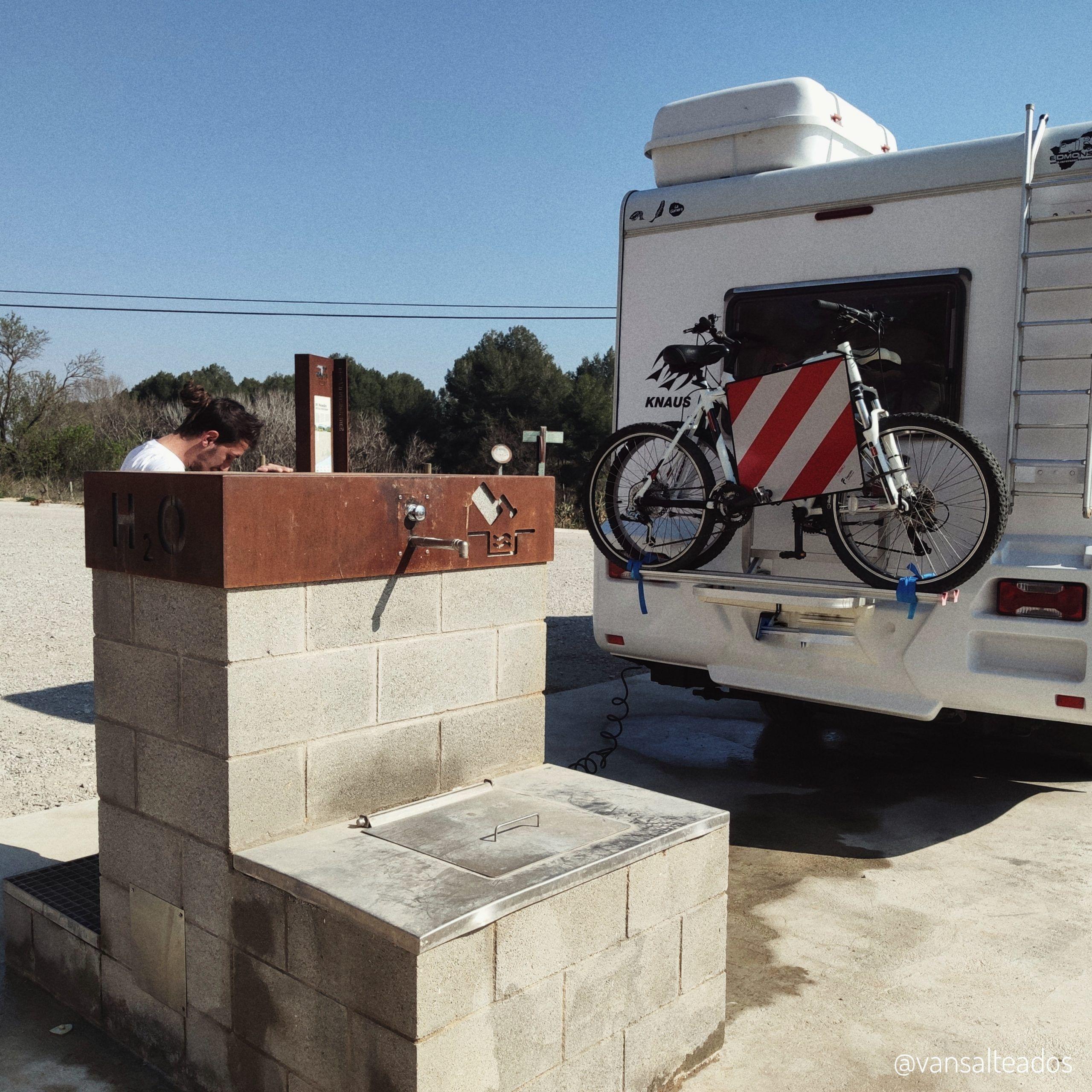 Área de autocaravanas: vaciado de aguas y baño químco