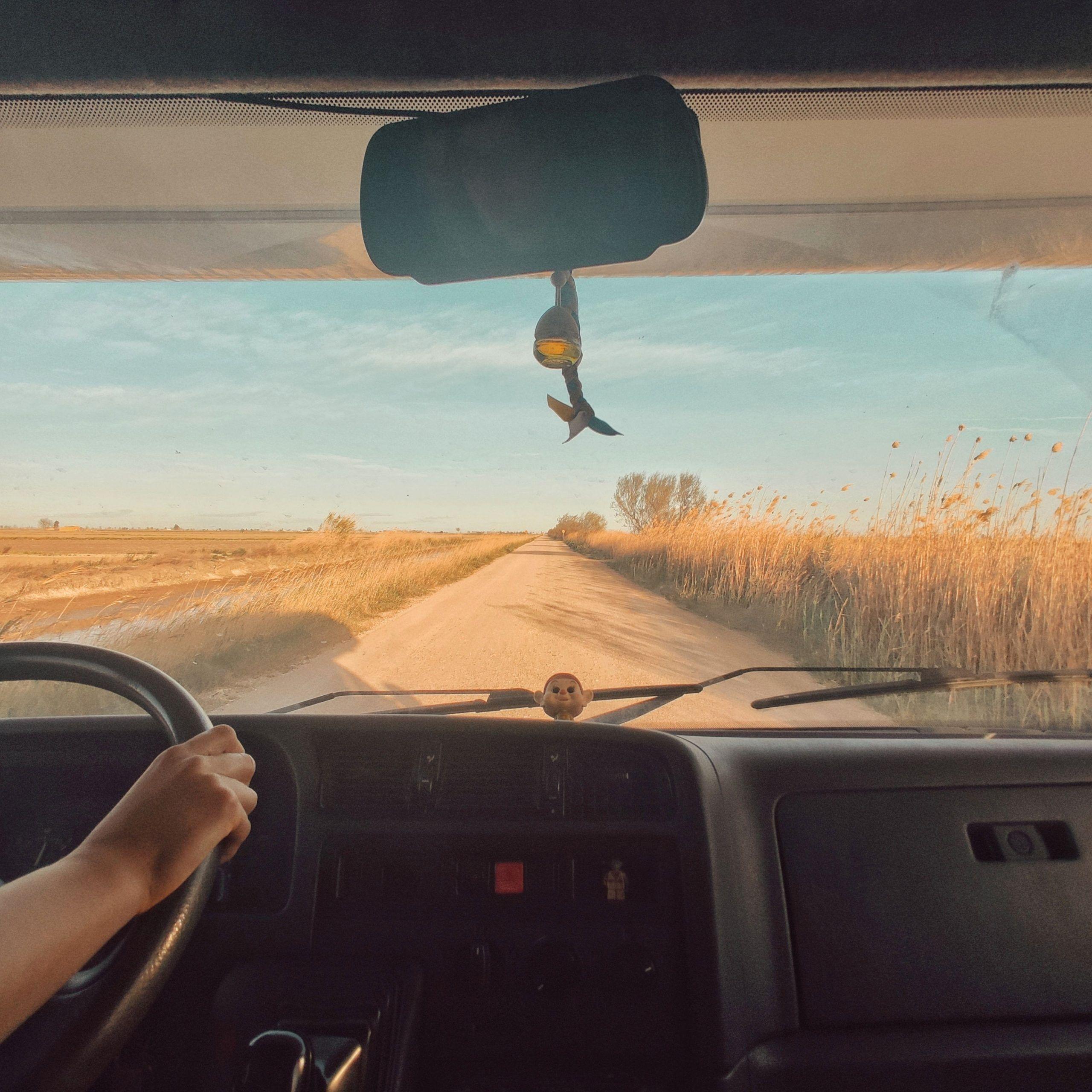 Carretera y cabina de la autocaravana