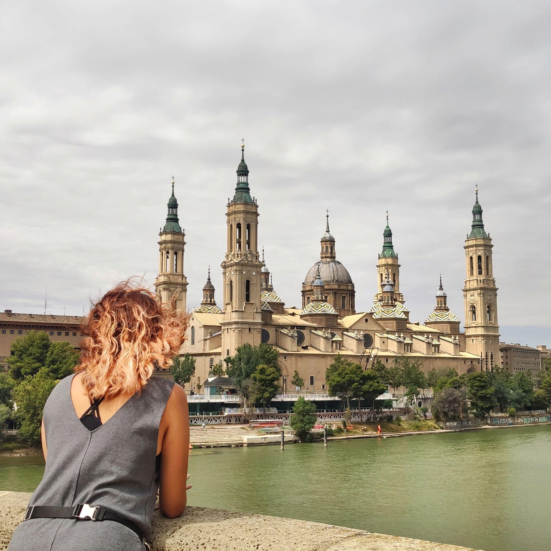 Basílica del Pilar en Zaragoza desde el puente de Piedra