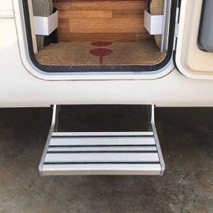 Escalón de acceso para instalar para caravana